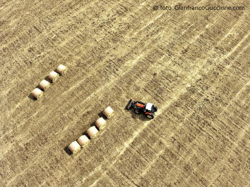 Balle di fieno nel ragusano – fotografato con drone